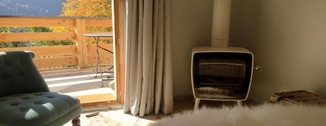 "[Appartement ""La Petite Cabane""]Vaujany Ski Chalets, La Petite Cabane, sitting room 2L"