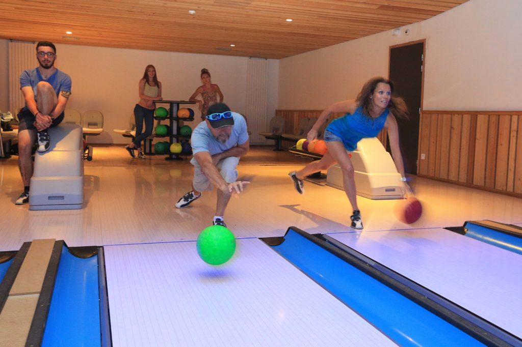 P le sports loisirs patinoire piscine bowling spa fitness center vaujany station village - Bowling porte de la chapelle tarif ...