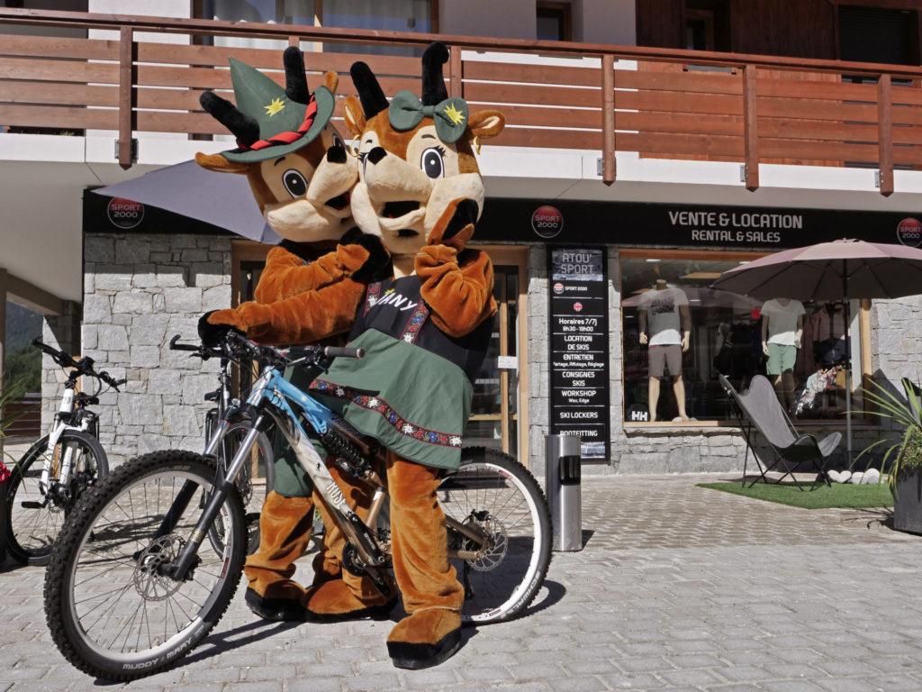 Mascottes Jauvany et Jauvana_Place de l'Étendard_Août 2020_004